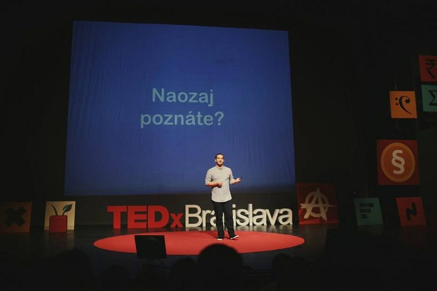 Róbert Šarina ako rečník na bratislavskom TEDx hovoril o svete Nepočujúcich.