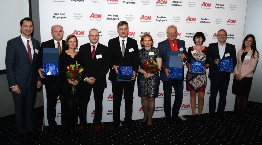 Zástupcovia víťazných firiem, ktoré si odniesli ocenenie AON Best Employers 2015.