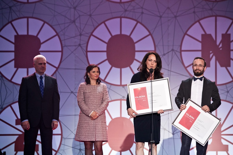 Právnici z iniciatívy Advokáti Pro Bono, Silvia Belovičová a Martin Provazník získali čestné uznanie