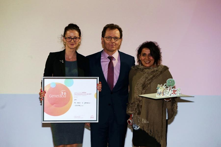 Andrei Haršányovej a Janette Motlovej odovzdal cenu Jozef Kokoška zp spoločnosti Accenture.
