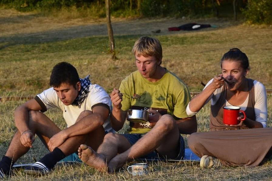 Počas táborov sa jedáva skromnejšie, no na chuti to rozhodne neuberá. (zdroj: www.katarinka.sk)