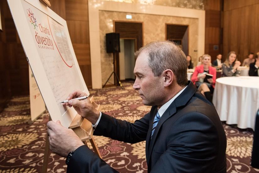 15-pontis-podpis-charty-diverzity-online.jpg