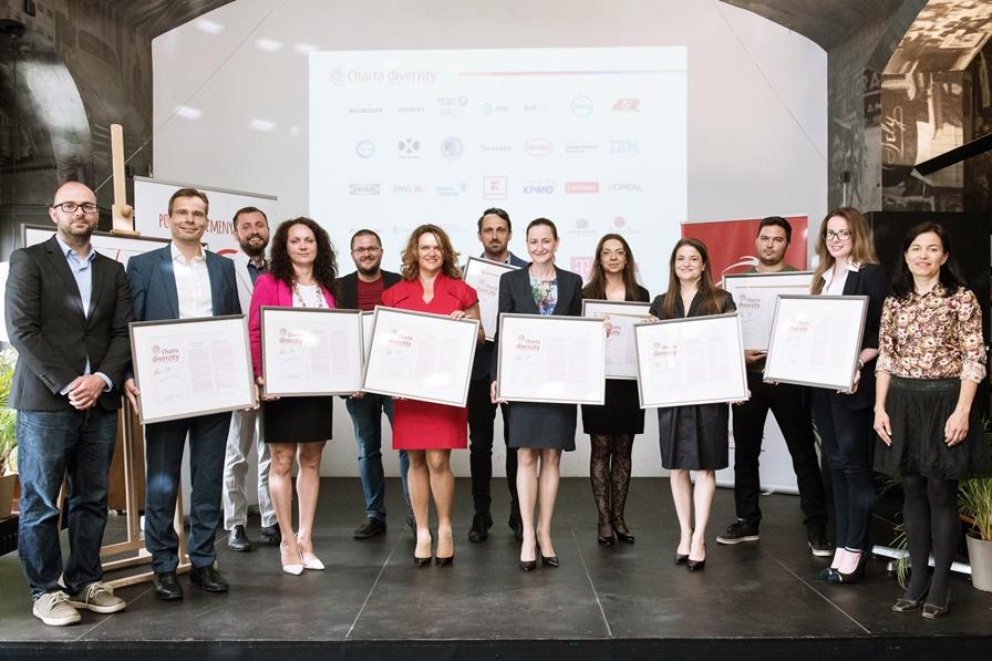 Noví signatári podpísali Chartu diverzity 30. mája v Café Berlinka v Bratislave.
